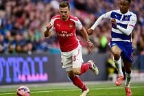 Aaron Ramsey z Arsenalu (vlevo) a Jordan Obita z Readingu.