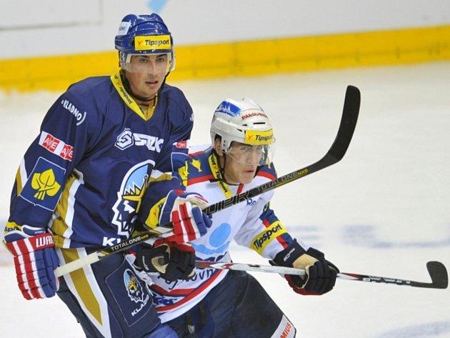 Tomáš Kaberle z Kladna (vlevo) a Tomáš Nosek z Pardubic.
