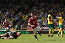 Juan Mata slaví gól v síti Norwiche.