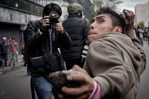 Mexická policie za pomoci vodních děl a slzného plynu rozehnala tisíce učitelů protestující v centru hlavního města Mexika proti školské reformě.