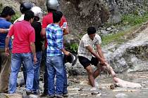 Sobotní záplavy v západním Nepálu si možná vyžádaly až 60 lidských životů.