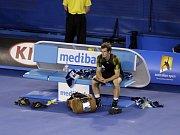 Zklamaný Andy Murray po prohraném finále Australian Open. V bitvě o titul nestačil na Novaka Djokoviče.