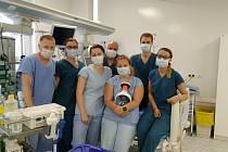 Vlevo na snímku je primář ARO českobudějovické nemocnice Richard Tesařík společně se svými kolegy