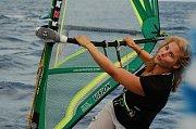 Ester Ledecká při Windsurfingu.