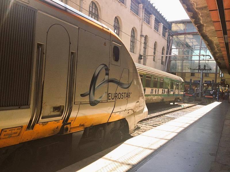 Vlak společnosti Eurostar na nádraží v Marseille