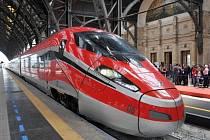 Mezi italskými velkoměsty Milán a Řím a Neapol bude v neděli uveden do pravidelného provozu rychlovlak Frecciarossa 1000.