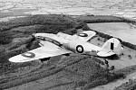 Stíhací letoun Hawker Hurrricane hlídkuje nad anglickou pevninou