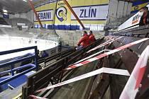 Fanoušci hokejistů Hradce v rouškách