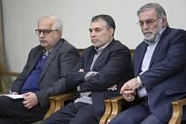Íránský nukleární fyzik Mohsen Fachrízádeh (vpravo) na snímku z 23. ledna 2019.