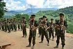 Kadeti Kačjinské národní osvobozenecké armády na svém velitelství ve městě Laiza