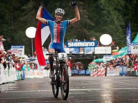 Jaroslav Kulhavý si v dešti přijel pro titul mistra světa.