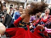 Průvodem cikanských kapel začal festival Khamoro