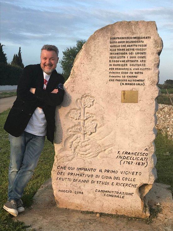 """""""Za vínem kdykoli, kamkoli…. jedna ze slavných italských vinic, kde umí Primitivo Gioia del Colle,"""" říká Miloš Pokorný"""