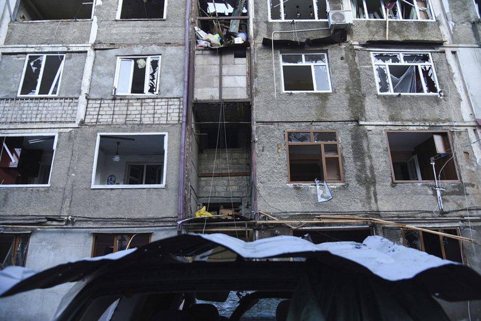 Obytná oblast ve Stěpanakertu, údajně poškozená ostřelováním.