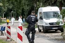 Německá policie dnes ráno zatkla muže v ubytovně pro uprchlíky ve městě Dinslaken v Severním Porýní-Vestfálsku.