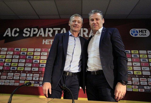 Trenér Pavel Hapal (vpravo) a sportovní ředitel fotbalové Sparty Zdeněk Ščasný.