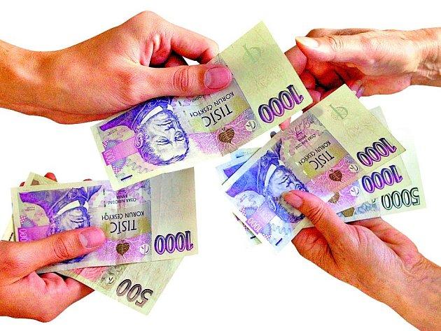 Krize prudce zamíchala s veřejnými financemi. Schodek státního rozpočtu poslednímu květnu přesáhl částku jednasedmdesát miliard korun, což je oprotik loňsku skoro dvakrát horší bilance.