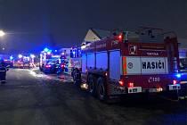 Požár skladu s pyrotechnikou v Horních Počernicích.