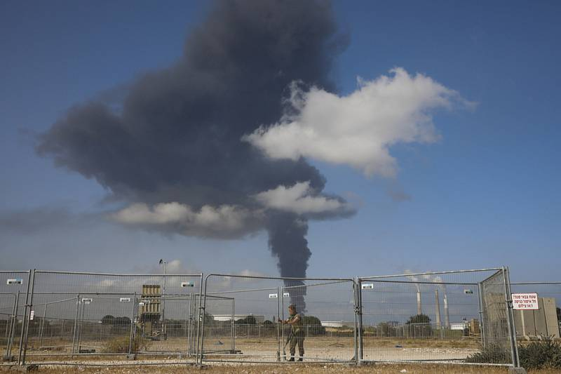 Kouř z ropné nádrže v Aškelonu