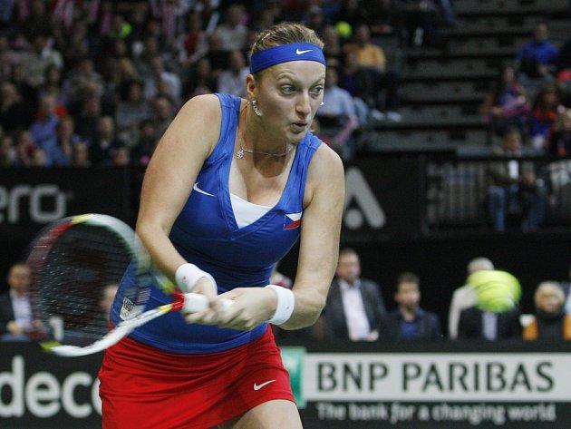 Petra Kvitová ve finále Fed Cupu v Praze proti Aně Ivanovičové.