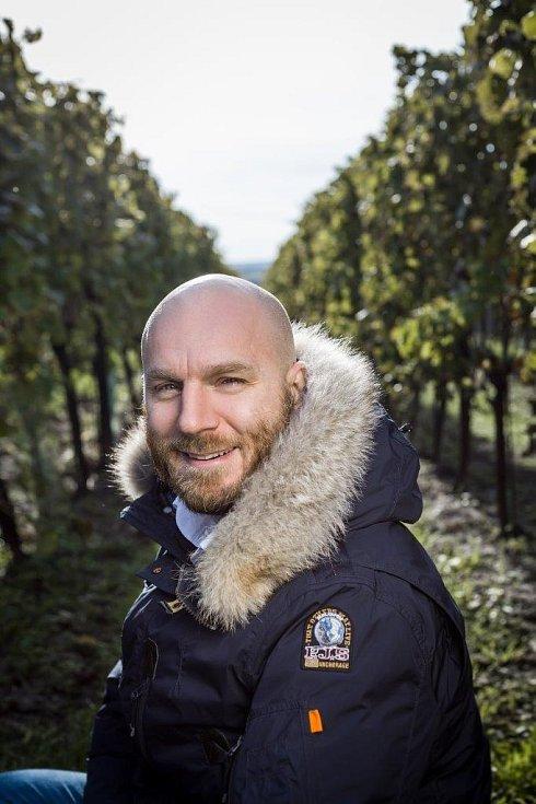 Hospodaří na pěti stech hektarech vinic…
