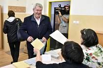 Předseda KSČM Vojtěch Filip během komunálních voleb.