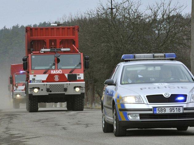 Z muničního skladu ve Vrběticích na Zlínsku dnes odpoledne vyrazil druhý konvoj s municí do armádního skladu v Květné na Svitavsku.