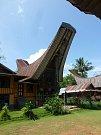 Tradiční obydlí Torajů se nazývá tongkonan
