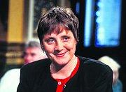 Angela Merkelová v roce 1992 jako osmatřicetiletá. Ve vládě Helmuta Kohla se v lednu 1991 stala spolkovou ministryní pro ženy a mládež. V prosinci téhož roku byla zvolena místopředsedkyní celospolkové CDU.