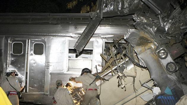 Při čtvrtečním vlakovém neštěstí na severním předměstí brazilského Ria de Janeiro zahynulo devět lidí.