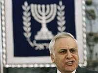 Moše Kacav byl osmým prezidentem v historii Izraele, zatím žádný z jeho předchůdců podobnému skandálu nečelil.