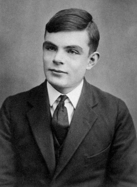 Alan Turing přibližně v roce 1927