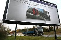 Reklamní billboardy během několika let zcela zmizí od českých dálnic a rychlostních silnic. Zhruba 440 reklamních ploch, tedy 20 procent z celkového počtu, by mělo být odstraněno už v prvním čtvrtletí příštího roku.