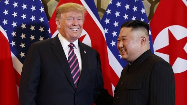 Donald Trump a Kim Čong-un na summitu ve vietnamské Hanoji