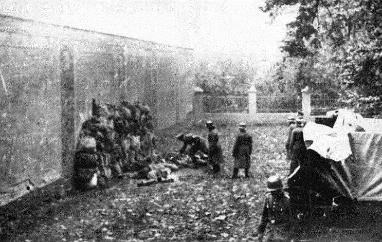 Poprava polských válečných zajatců německými vojáky