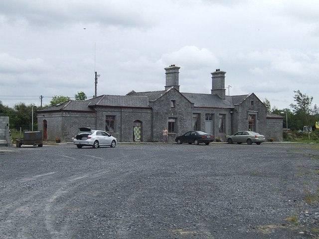 Bývalé nádraží přečkalo zničení Knockcroghery díky tomu, že stálo mimo obec