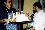 PETER FREESTONE  byl 12 let komorníkem Freddieho Mercuryho. Nyní již 16 let žije v Česku.