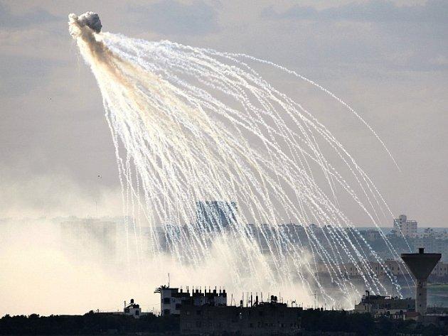 Výbuch izraelské zbraně nad severní částí pásma Gazy.