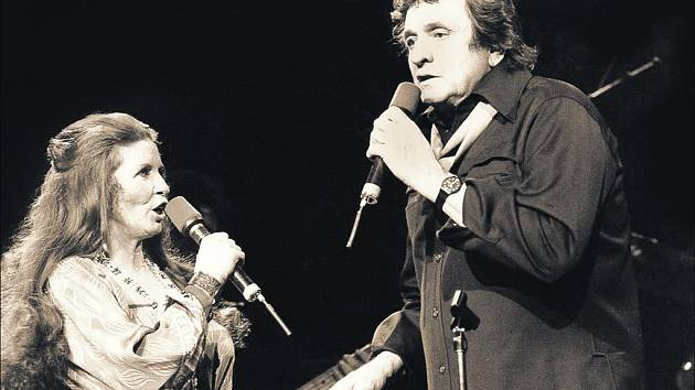 CHODÍCÍ PROTIKLAD. Johnny Cash byl světec i hříšník v jedné osobě. Jeho manželka June Carterová by o tom mohla vyprávět.