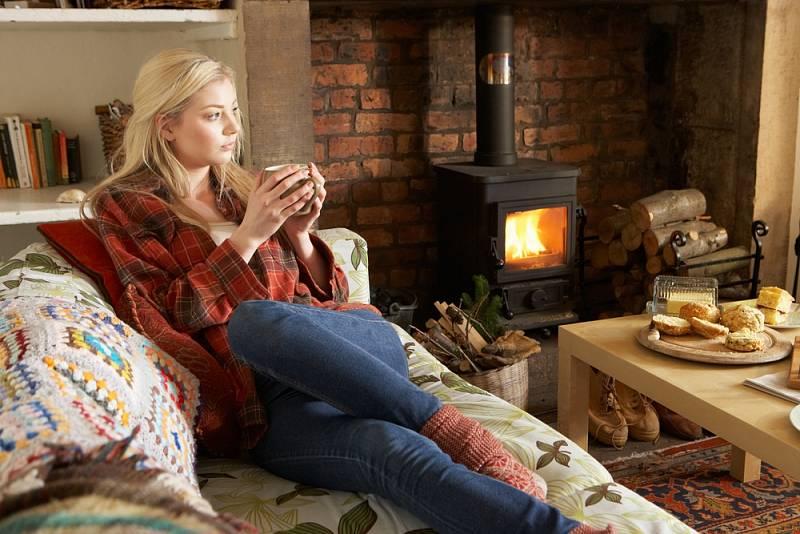Příkladem špatného topení je topení dřevem v kotli určeném na uhlí. Potom se zadehtuje kotel i komín a může dojít k požáru.