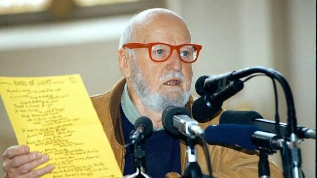 Lawrence Ferlinghetti na archivním snímku