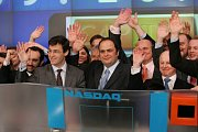 Nový majitel klubu Evangelos Marinakis (uprostřed) na starším snímku