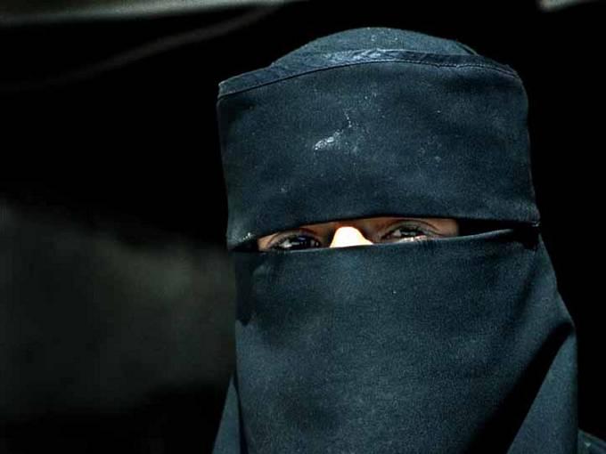Muslimská žena v nikábu. Ilustrační foto