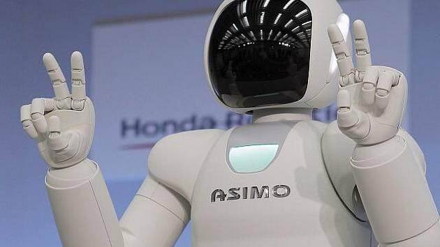 Honda představila vylepšenou verzi robota Asimo.