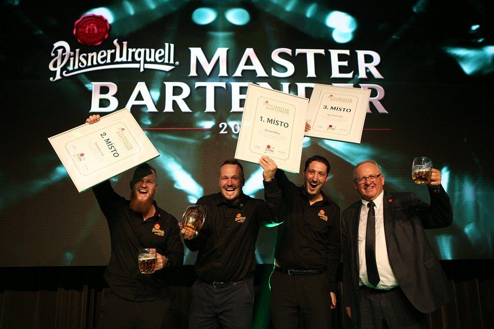 Trojice nejlepších výčepních v soutěži Pilsner Urquell Master Bartender 2018