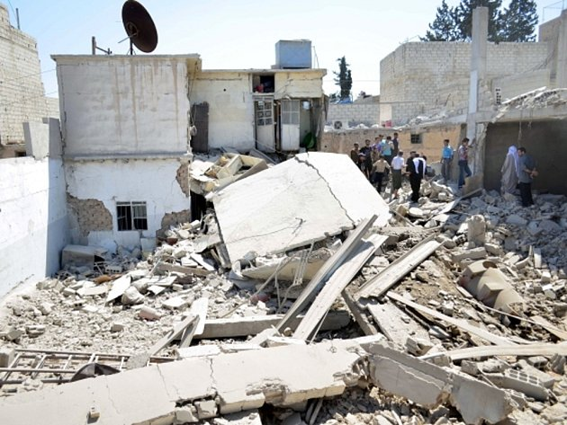 Syrské letectvo při útoku na islamisty na východě Sýrie zabilo velitele radikálů z organizace Islámský stát (IS).