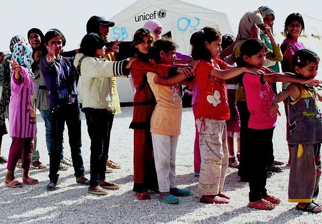 Pokud bude konflikt v Sýrii pokračovat, opustí zemi přes milion uprchlíků. Zatím uprchlo z vlasti do zahraničí na půl milionu Syřanů. Snímek je z jordánského tábora.