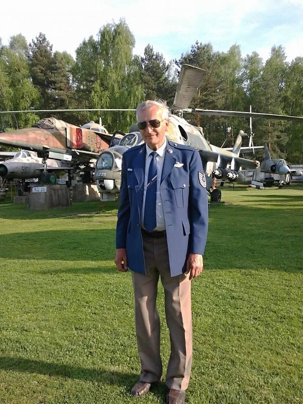 ZAKLADATEL AIR PARKU Karel Tarantík začal sbírat letadla hned po sametové revoluci. Dnes svou sbírkou provází návštěvníky Air Parku ve Zruči u Plzně