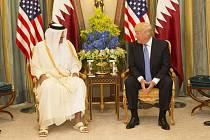 Emír Tamím ibn Hamad Al Sání během setkání s americkým prezidentem Donaldem Trumpem 21. května 2017
