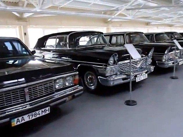 Sbírka aut ukrajinského prezidenta Janukovyče.